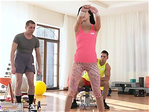fitness apartments drool roast threeway romping and facial