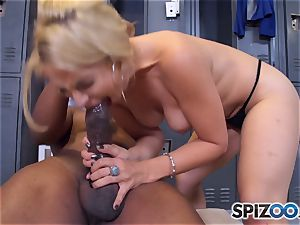 Sarah Vandella makes the deal that she gets an interview and he gets a dirty blow-job
