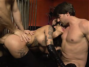 Mean queen Bonnie Rotten gets screwed by her minions