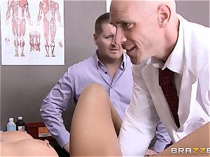Austin Lynn screws the doctor in front of her guy
