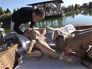 Rocco Siffredi heads deep inside Cayenne Klein and her acquaintance