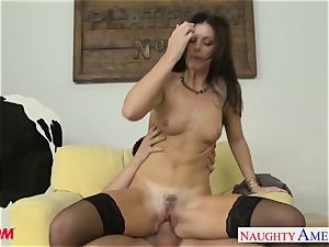 Stockinged mom India Summers gets penetrated and facialized