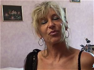 LA COCHONNE - whorey French mature gets roughed up shag