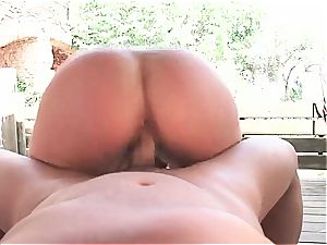 Gigi love penetrated by the pool