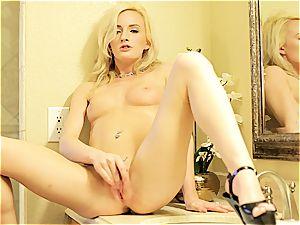 platinum-blonde Skylar Green looks so superb massaging her cootchie